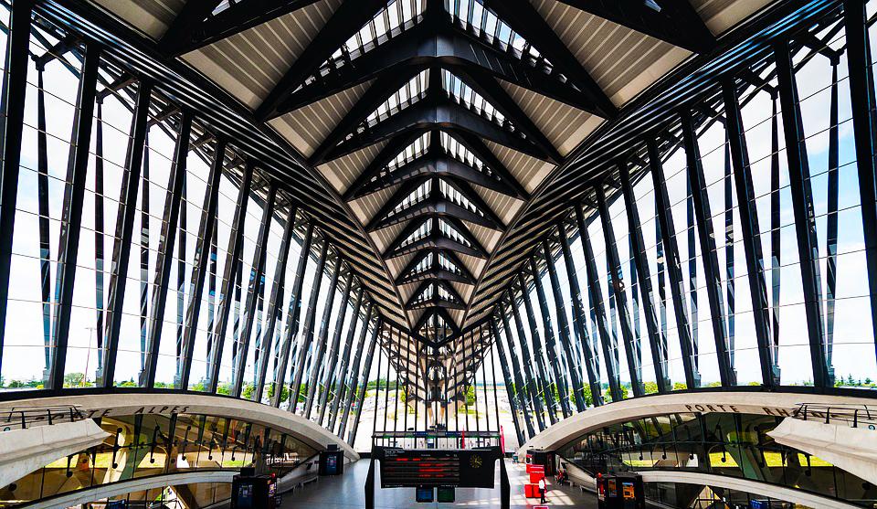 Hall de la gare Saint-Exupéry