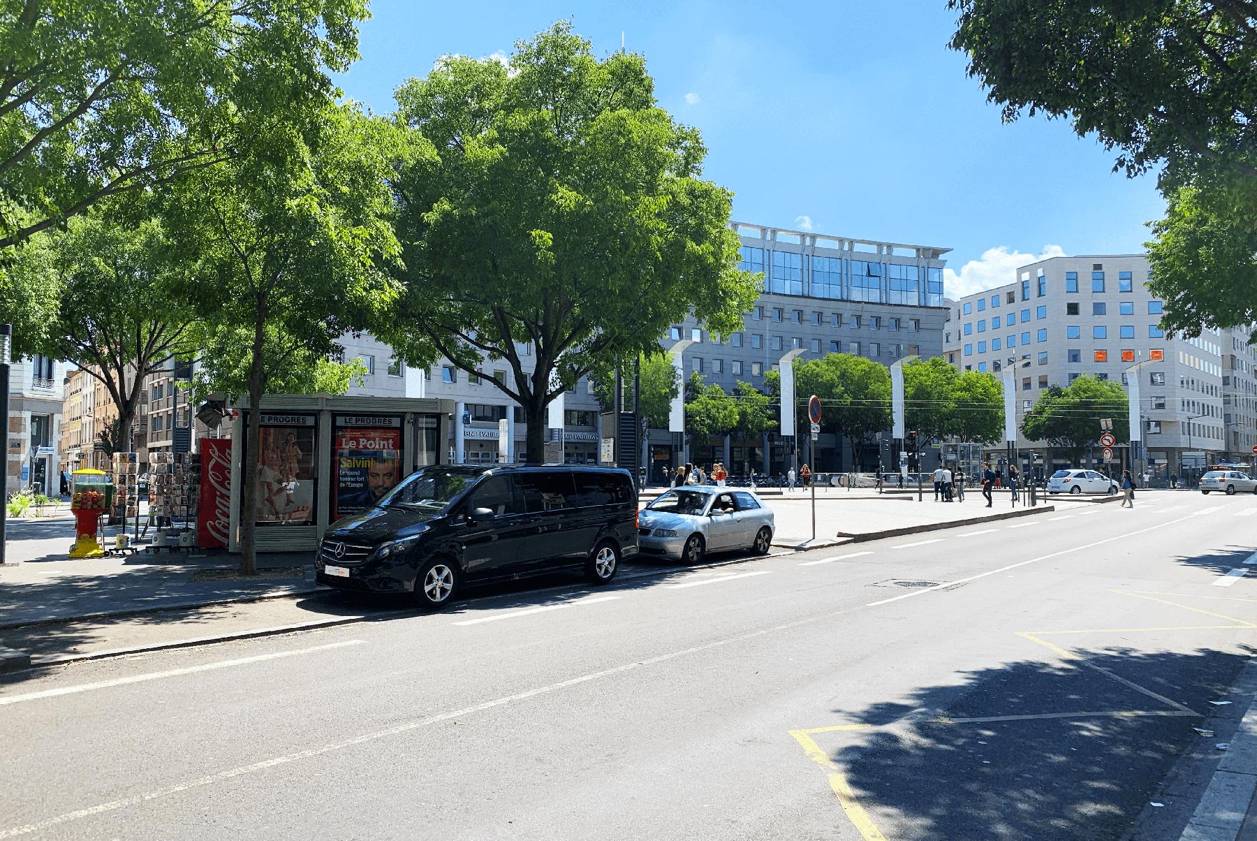 Arrêt Charpennes Minivan