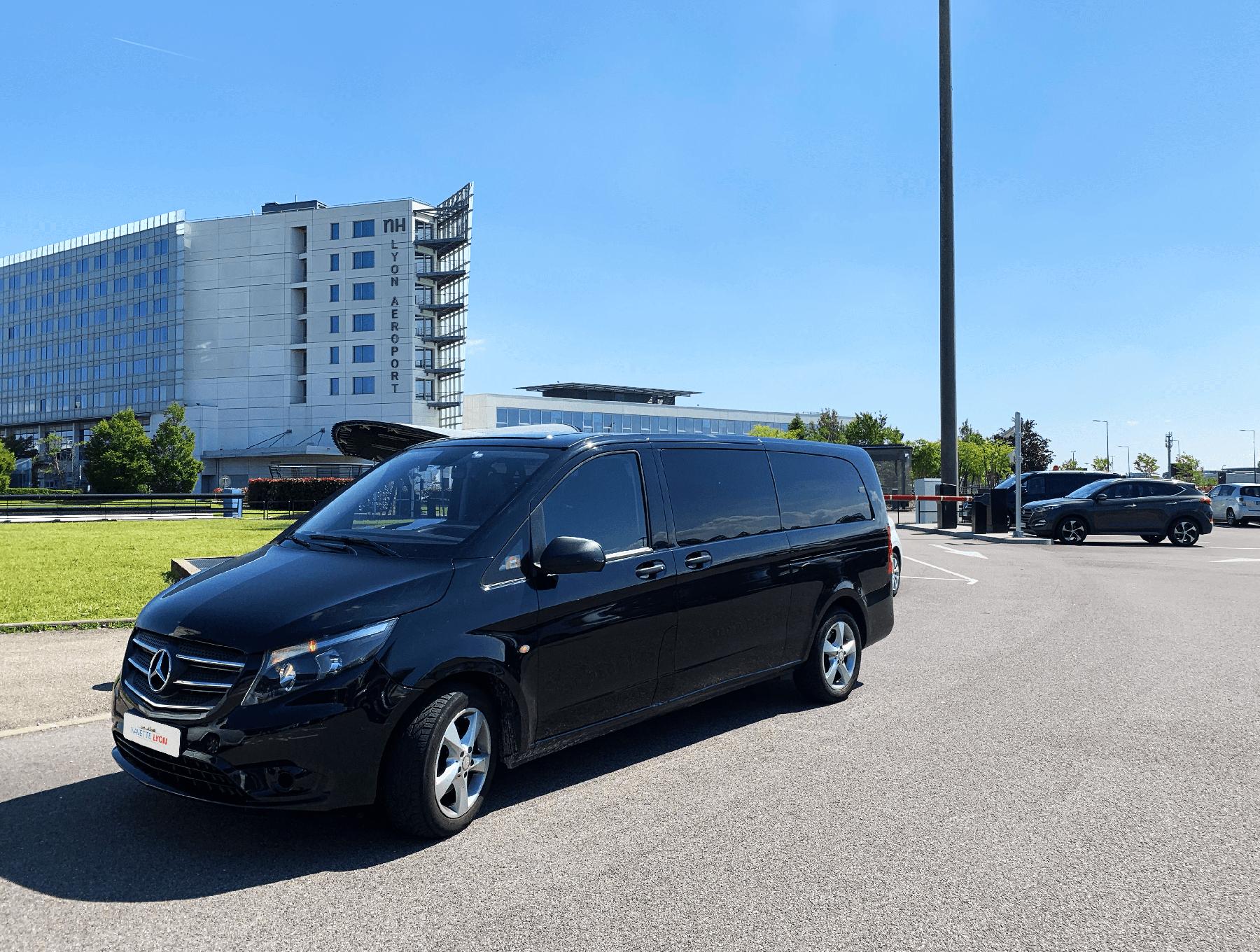 Minivan Mercedes Navette Lyon
